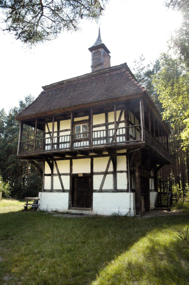 Poland_Ochla_-_vinemaker_house_in_heritage_park