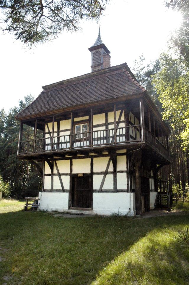 Poland_Ochla_-_vinemaker_house_in_heritage_park